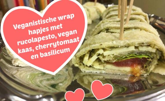 Veganistische wrap hapjes met rucolapesto, vegan kaas, cherrytomaat en basilicum